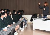 ILCの仕組み、興味津々 水沢一高で特別授業
