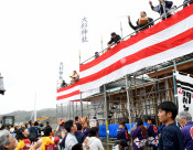 進む再建、こもり場上棟 山田・大杉神社