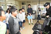 最新VR、3Dに歓声 北上の専門学校、更新機器を公開