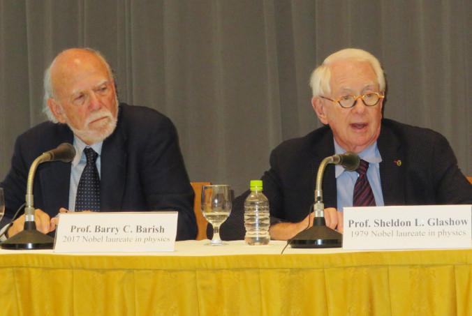 ILC計画の実現へ日本政府の早期の態度表明を求めるシェルドン・グラショウ氏(右)とバリー・バリッシュ氏