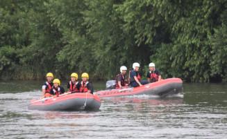 本番を前に、コースの安全点検を行う大会関係者や消防職員ら