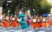 【動画】盛岡さんさ踊り開幕 太鼓パレード華やかに