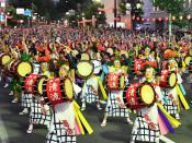 盛岡さんさ完全燃焼 大パレード、900人が迫力太鼓