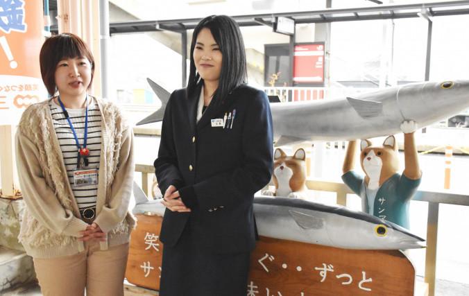 「もっと愛される駅舎にしていきたい」と盛駅の盛り上げを誓う野々浦美紗希さん(左)と今野未菜さん