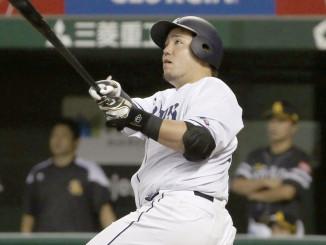 8回西武2死二塁、山川穂高が左越えに、40号本塁打となる2ランを放つ=メットライフドーム