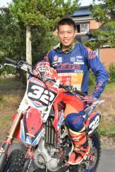 全日本モトクロス選手権シリーズ第8戦で初優勝した横沢拓夢さん
