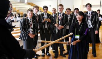 剣道などの武道体験を通して日本文化に関心を高めるニュージーランドの生徒ら