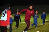 小笠原選手、熱くサッカー指導 大槌で小中高生と交流