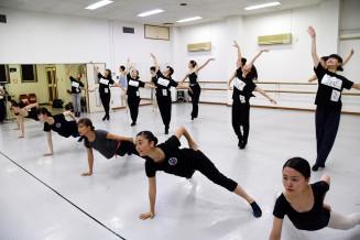 岩手芸術祭総合フェスティバル本番に向け練習を重ねるダンスコラボメンバー