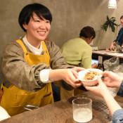 美味、台湾ルーロー飯 奥州・地域おこし隊員ら料理提供