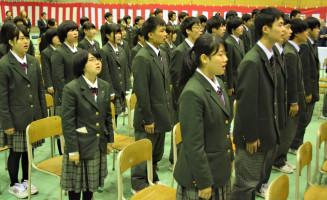 70年の校史を胸に、校歌を声高らかに歌う雫石高生徒