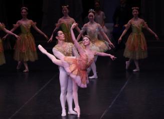 華やかな舞台を展開した国際バレエアカデミアバレエ団の公演