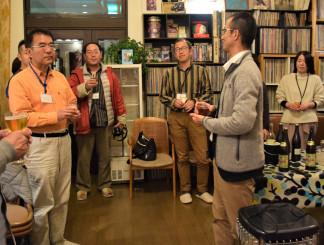 町内の観光や先輩移住者の体験談を通じ、地方移住への理解を深める参加者たち