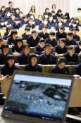 震災時の避難行動学ぶ 盛岡二高、本社記者が出前授業