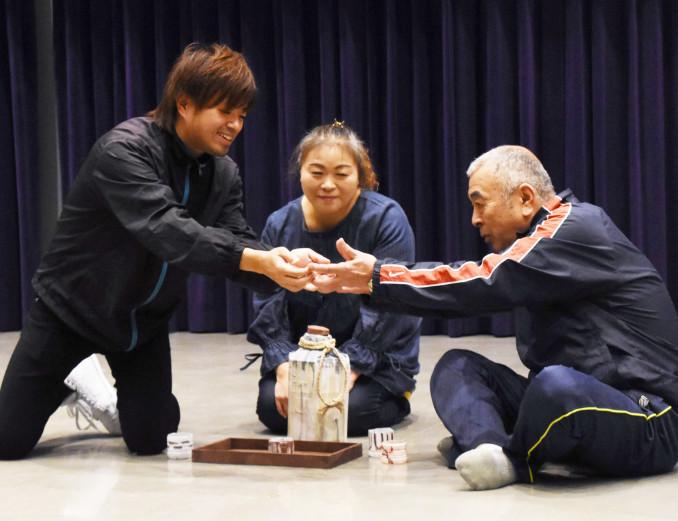 本番に向けて稽古に励む釜石市民劇場の出演者