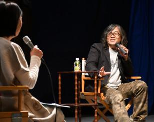 トークショーで作品に込めた思いを語る山岡信貴監督