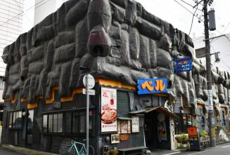 びっくりドンキー1号店として人気の「ハンバーグレストラン ベル大通店」=盛岡市大通