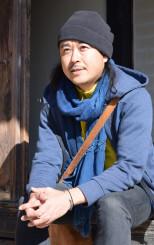 「遠野の魅力を海外に発信したい」と撮影に込めた思いを語る新井卓さん
