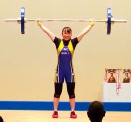 高校48キロ級 スナッチの3回目に60キロを成功させ2位入賞を果たした鈴木莉乃(盛岡工)=茨城・高萩市総合福祉センター