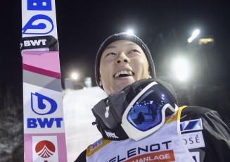 W杯ジャンプ男子個人第2戦で優勝し笑顔の小林陵侑=ルカ(共同)