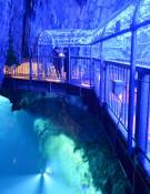 光が織りなす幻想世界 岩泉・龍泉洞、イルミネーション点灯