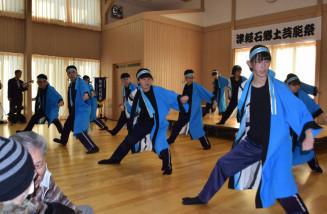 赤前ソーランを踊る津軽石中の生徒