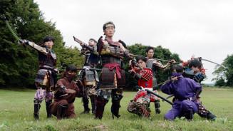 九戸政実武将隊がポーズを決めるPR動画の一場面