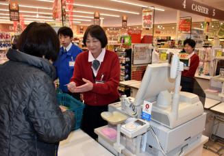 1月1、2の両日を店休日と決めたマイヤアップルロード店。労働環境改善に向け、県内企業は年末年始の休日を増やしている=陸前高田市米崎町