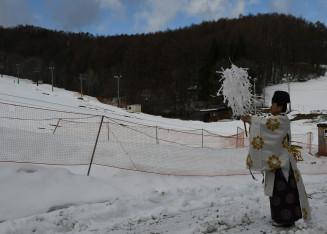 今季の無事故と盛況を祈る村営くのへスキー場の安全祈願祭