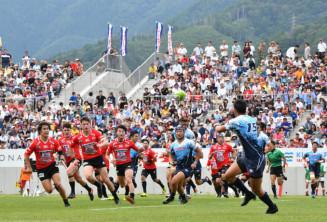 釜石シーウェイブスRFCとヤマハ発動機の熱戦が繰り広げられた釜石鵜住居復興スタジアム=8月19日