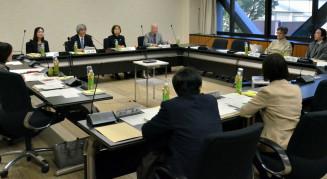 文部科学省への回答を最終確認する日本学術会議幹事会。当初案に複数の修正を加えた=東京都内
