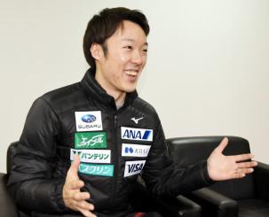 今後の試合に向けて「ジャンプが良くなりそうな傾向がある」と手応えを語る小林潤志郎=札幌市