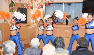 元気な踊りを披露する盛岡チアダンスクラブ「煌」の子どもたち