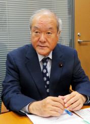 「IWC脱退の決断は適切な判断」と評価する鈴木俊一氏=国会内