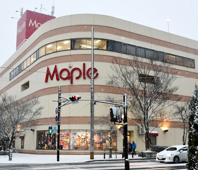 核テナントのジョイス水沢中央店が退店することが明らかになった大型商業施設メイプル=奥州市水沢横町