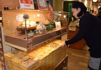 特別ブースであんバターサンドクッキーを販売する岩手路の売り場。新しいお土産として人気を集めている