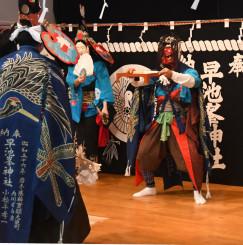 新年を祝う岳神楽の舞初め