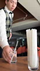 雫石プリンスホテルが4月から提供をやめるプラスチック製ストロー。環境保護のため廃止する動きが始まっている=雫石町高倉温泉