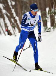 高校男子10キロクラシカル 力強い滑りで初優勝した大堰徳(盛岡南)=八幡平市・田山クロスカントリーコース