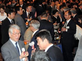 新年交賀会で震災復興や地域経済の前進を期す出席者