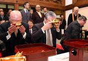 幸せと平和祈って金盃披き 平泉・中尊寺、150人が参加