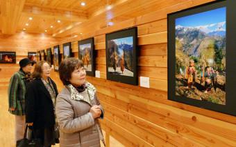 チベット仏教を信仰する地域の様子がうかがえる写真展「ヒマラヤ曼荼羅」