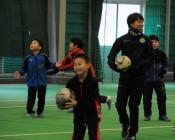 サッカーで岩泉応援 岩清水選手ら児童に指導