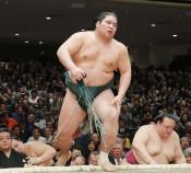 錦木、鶴竜破り初金星 大相撲初場所、県人51年ぶり