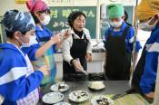干し柿にチーズ、絶品です 久慈の中学生が調理体験
