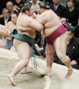 錦木、御嶽海破り7勝8敗 大相撲初場所千秋楽