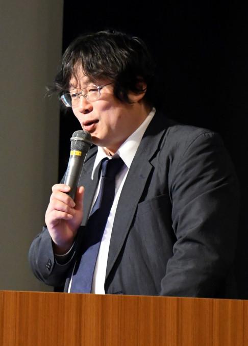 「支え合いを職場内で広げてほしい」と呼び掛ける大塚耕太郎教授