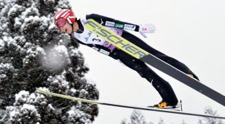 男子ジャンプ 好飛躍を2本そろえて2位に入った小林龍尚(盛岡中央)=秋田県鹿角市・花輪スキー場