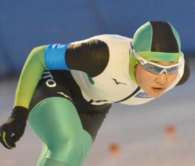 女子5000メートル 粘りのレースで3000メートルとの2冠に輝いた熊谷帆乃香(大東大)=盛岡市・県営スケート場