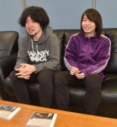 2枚目のアルバムに込めた思いを語る鷹觜力哉さん(左)と西間慧さん